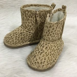 Baby gap fuzzy winter boots size 6